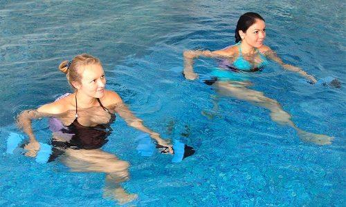 В качестве физических занятий при варикозе отлично подойдет аквааэробика