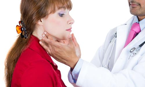 В большинстве случаев разные виды хронического тиреоидита встречаются у женщин старше 35 лет
