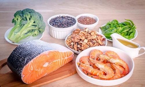 Главной причиной возникновения новообразований является дефицит йода. Поэтому нужно обогатить свой рацион морепродуктами, морской капустой, фруктами, ягодами, овощами, кисломолочными продуктами