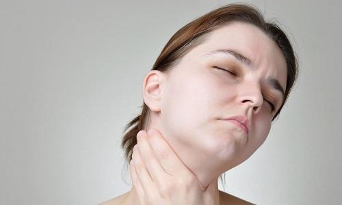 Образование узлов в щитовидной железе возникает по причине поступления недостаточного количества йода в организм