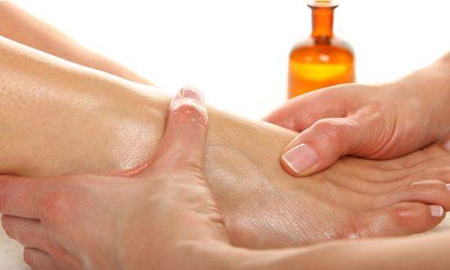 Эфирные масла необходимо втирать на пораженную зону легкими массажными движениями исключительно на чистую кожу