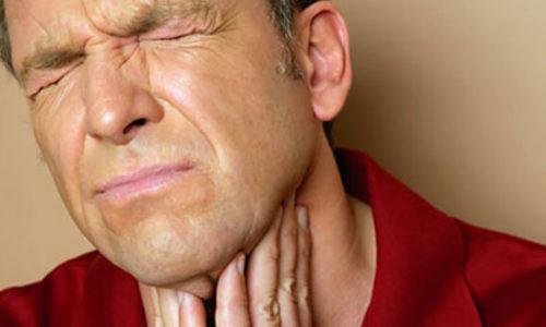 Для острого асептического тиреоидита клиника интоксикации не характерна, больного может беспокоить только боль в области щитовидной железы и ее незначительное увеличение