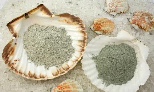 Наиболее целебной считается голубая глина, которая применяется с целью устранения различных узлов и кист щитовидной железы