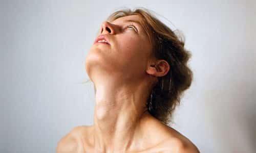 Иногда железа может достигать веса 150 г., она становится плотной, с узлами, что приводит к деформации шеи