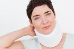 Лечение грыжи шейного отдела с помощью воротника