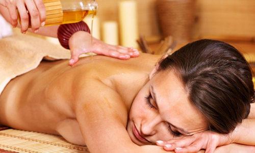 Не следует выполнять процедуру без эфирных или массажных масел, кремов. Это может травмировать кожу и привести к болезненным ощущениям