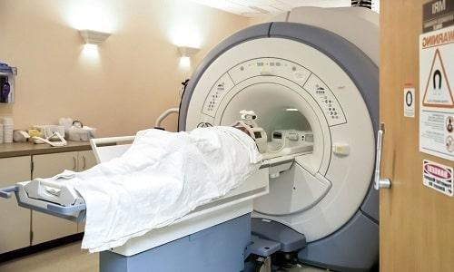 С высокой точностью обнаружить изменения в мягких тканях позвоночника позволяет МРТ