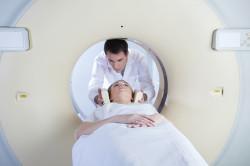 Обследование с помощью аппарата МРТ