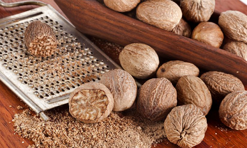 Устранить болезнь поможет натуральная настойка мускатного ореха