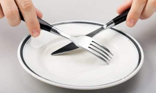 Во время употребления алкоголя происходит отравление токсинами, поэтому в первую очередь необходимо отказаться от пищи буквально на 2-3 дня
