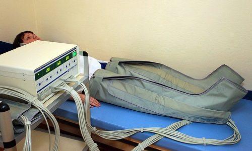 Очень часто для лечения варикозного расширения вен используют пневмомассажер