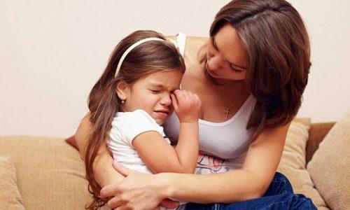 Панкреатит у детей вызывает жалобы на боль в животе, тошноту, плохой аппетит, вздутие живота