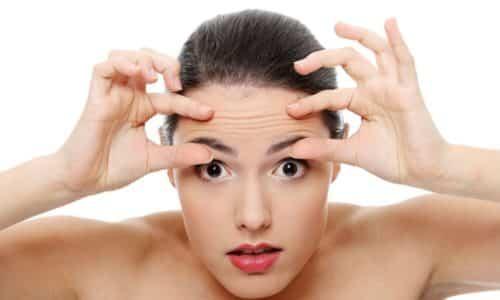 Симптом Вейса - если постучать пальцем около наружного угла глазницы, то возникнут непроизвольные сократительные движения мышц века и лба