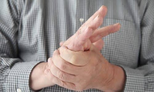 При возникновении судорог в руках обычно в процесс вовлекаются мышцы-сгибатели
