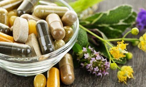 Все средства фитотерапии, не опасаясь, можно принимать совместно с лекарствами, назначенными врачом