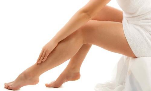 Даже сильно разведенный водой уксус запрещается наносить на поврежденные участки кожи: это приведет к раздражениям и болезненному жжению