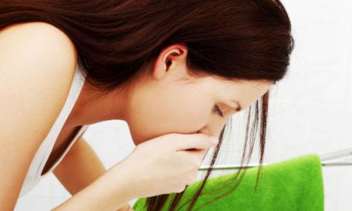 Симптомы обнаруживаются только в случае увеличения размеров опухоли. Больной отмечает у себя тошноту с позывами к рвоте, кожа и слизистые оболочки приобретают желтый оттенок, пища переваривается плохо