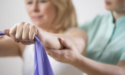 Устранить отек можно исключительно терапевтическими методами